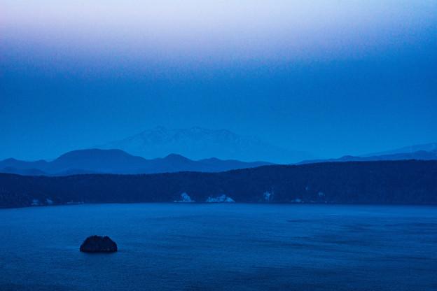 写真: 夜の摩周湖