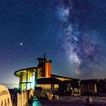 写真: ー展望台と天の川ー