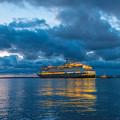 写真: ー豪華客船の出港ー