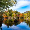 写真: ー湖と紅葉ー