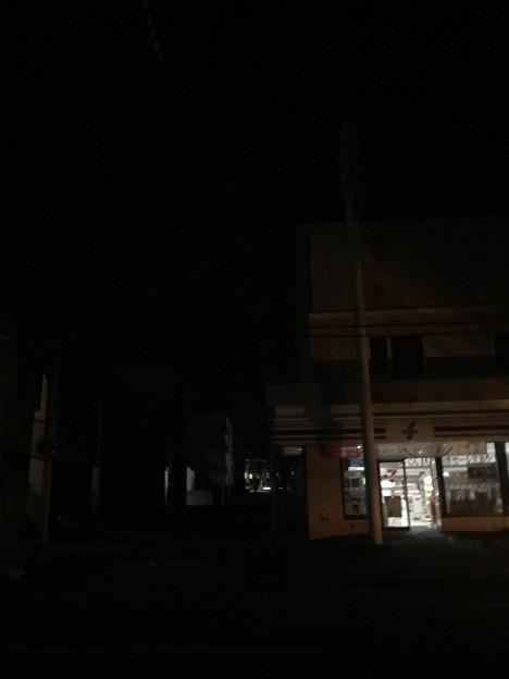 Photos: 地震直後の7-11
