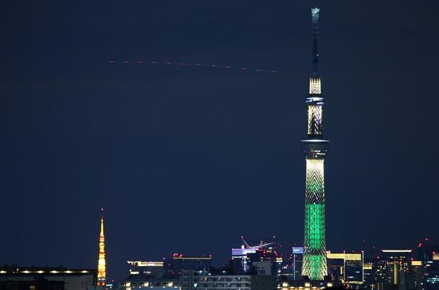 夜のスカイツリーと東京タワー