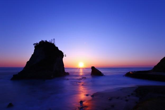 Photos: 千葉・雀島(夫婦岩)黎明~日の出
