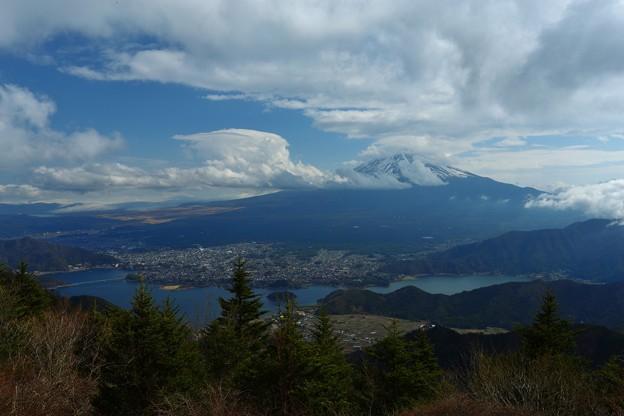 山梨 新道峠より望む富士山
