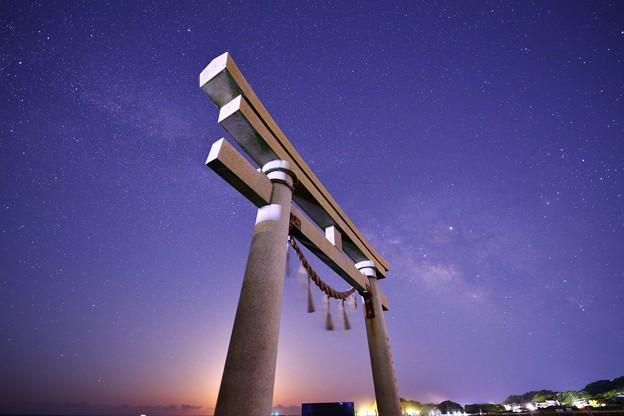 千葉 東浪見海岸の鳥居と星空