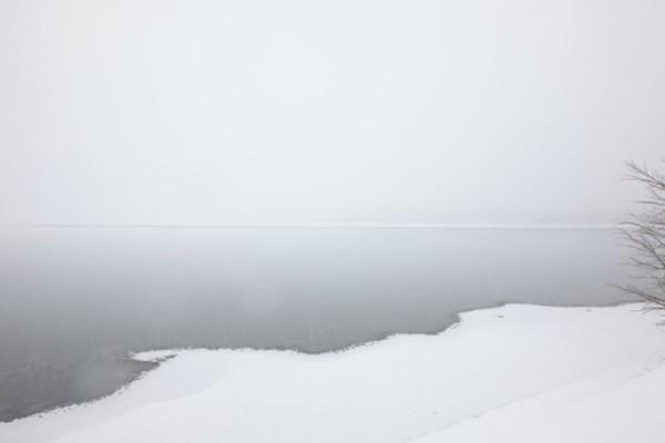時空忘れる湖畔かな