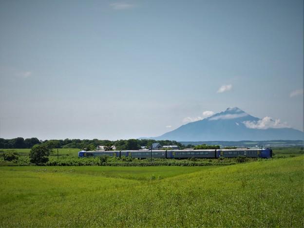 列車と利尻富士(2)