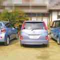 写真: みんな青い車…