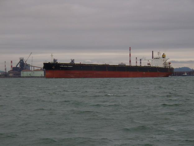 出港する LOWLANDS PHOENIX