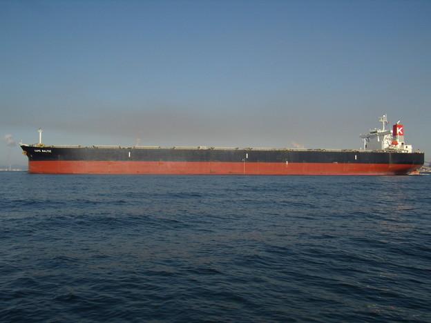 出港する CAPE BALTIC