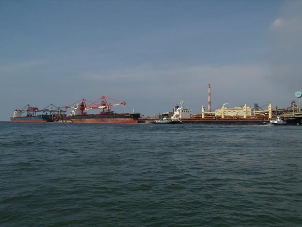 大型船で賑わう東播磨港