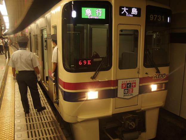 都営新宿線新宿駅5番線 急行大島行き乗務員交代待ち(運転士待機)