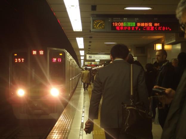 Photos: 京王新線初台駅2番線 都営10-270F急行新線新宿行き進入