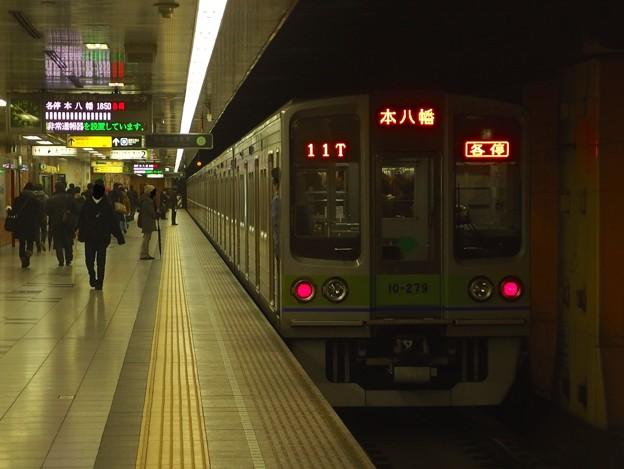 都営新宿線神保町駅2番線 都営10-270F各停本八幡行き前方確認