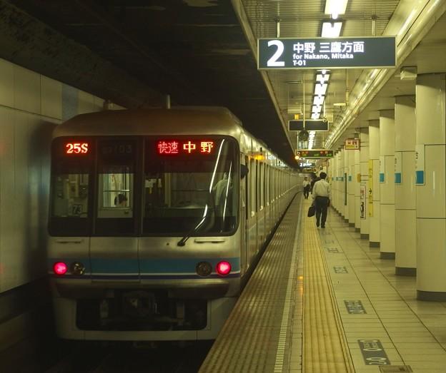 Photos: 東京メトロ東西線落合駅2番線 メトロ07-003F快速中野行き前方確認