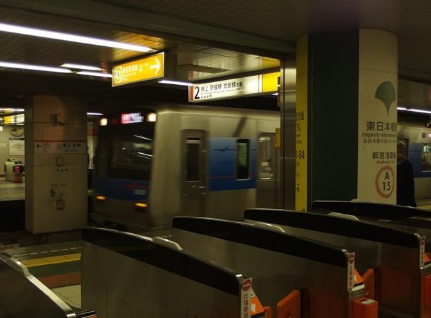 都営浅草線東日本橋駅2番線 京成3050形エアポート快特成田空港行き進入