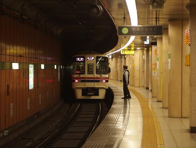 都営新宿線浜町駅2番線 京王9043各停本八幡行き前方確認
