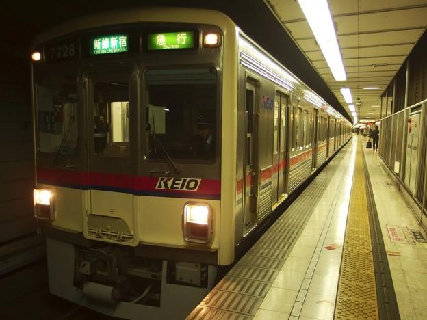 京王新線初台駅2番線  京王7728急行新線新宿行き