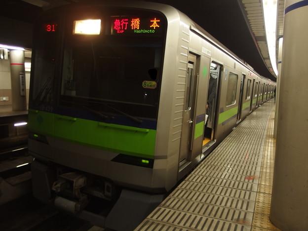 Photos: 京王新線幡ヶ谷駅1番線 都営10-430行き