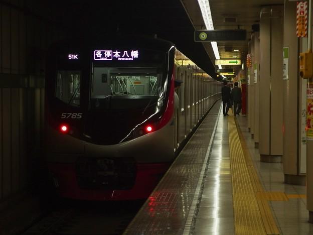 都営新宿線小川町駅4番線 京王5735F各停本八幡行き前方確認