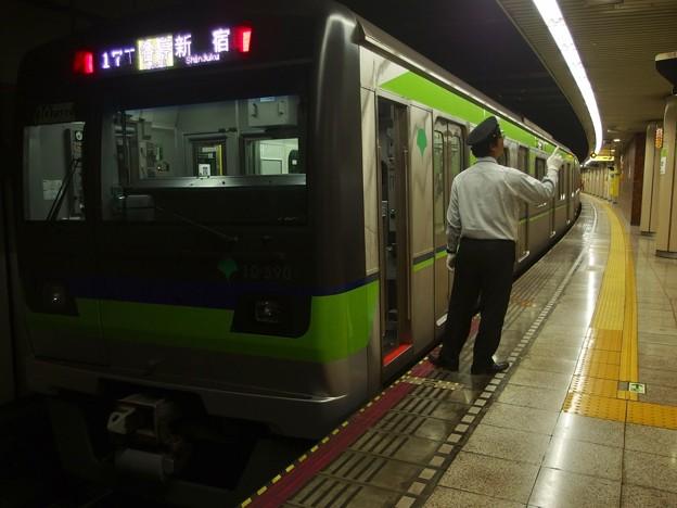 都営新宿線小川町駅3番線 都営10-590F各停新宿行き側面よし