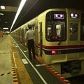 写真: 都営新宿線神保町駅1番線 京王9047F各停橋本行き側面よし