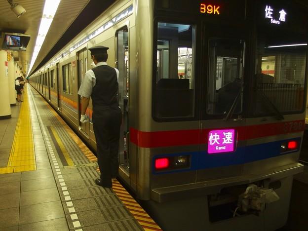写真: 都営浅草線日本橋駅2番線 京成3791F行き側面よし