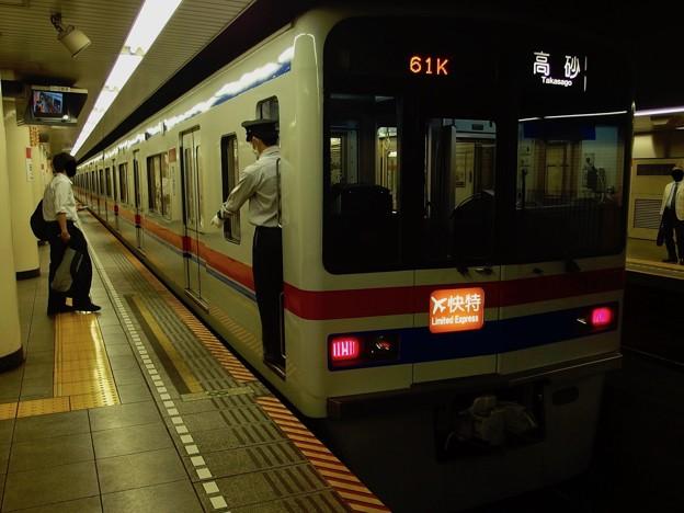 都営浅草線日本橋駅2番線 京成3448Fエアポート快特高砂行き停止位置よし