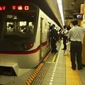 写真: 都営浅草線三田駅1番線 都営5317F特急三崎口行きベル扱い