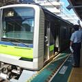 Photos: 都営新宿線東大島駅1番線 都営10-450F各停新宿行き客終合図
