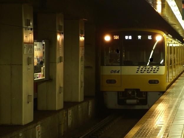 都営浅草線東日本橋駅2番線 京急1057普通青砥行き進入(2)