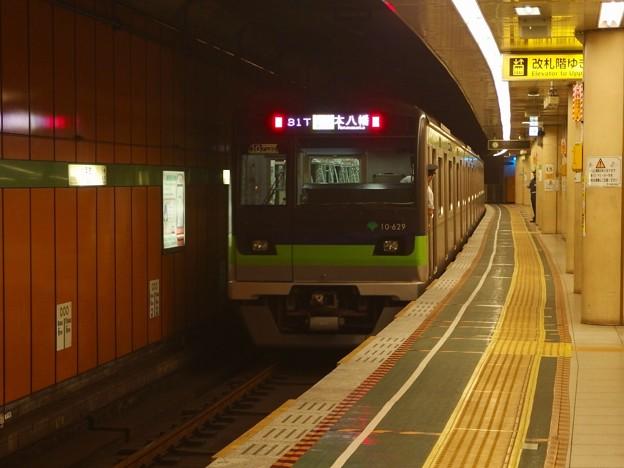 都営新宿線浜町駅2番線 都営10-620F各停本八幡行き前方確認