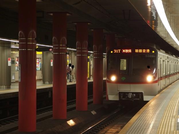 都営浅草線浅草駅1番線 都営5308エアポート快特行き進入