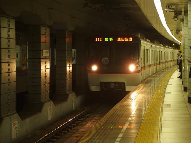 都営浅草線本所吾妻橋駅2番線 都営5311F快速特急成田空港行き進入