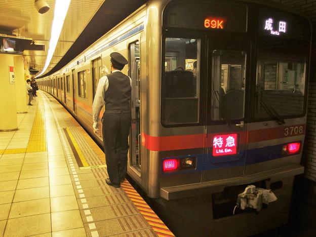 都営浅草線東銀座駅2番線 京成3708F特急成田行き側面よし