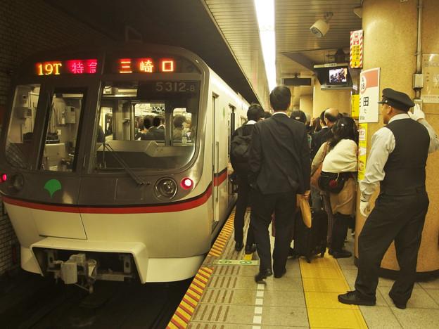 都営浅草線三田駅1番線 都営5312F特急三崎口行きベル扱い