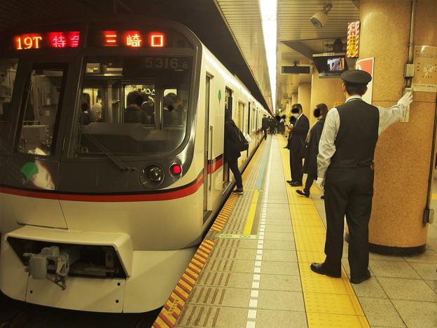 都営浅草線三田駅1番線 都営5316F特急三崎口行きベル扱い