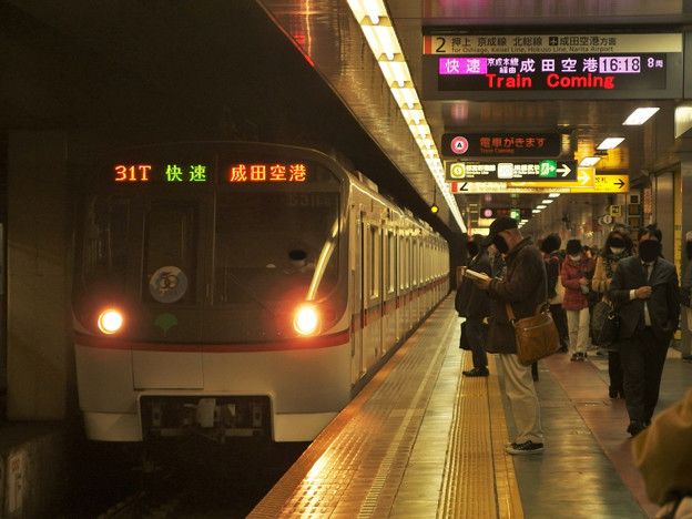 都営浅草線東日本橋駅2番線 都営5311F快速成田空港行き進入