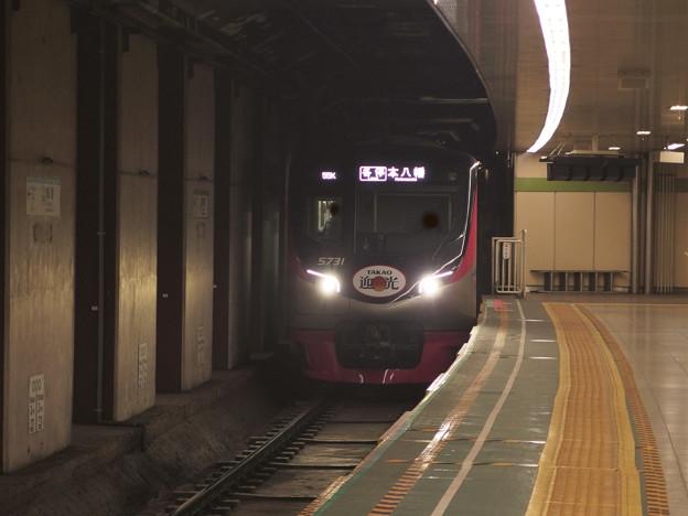都営新宿線曙橋駅2番線 京王5731F(迎光HM)各停本八幡行き進入