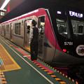 Photos: 都営新宿線曙橋駅2番線 京王5731F(迎光HM)各停本八幡行き