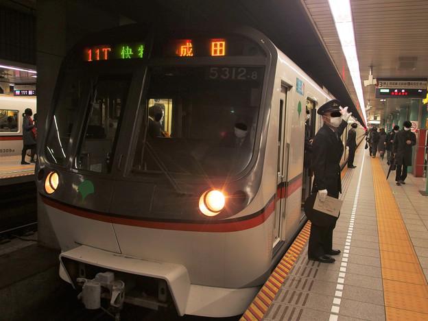 都営浅草線泉岳寺駅3番線 都営5312F快速特急成田行き客終合図