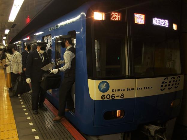 京成線押上駅4番線 京急606Fアクセス特急成田空港行き乗務員交代