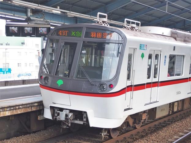 京急線平和島駅2番線 都営5312Fエアポート急行羽田空港行き側面よし