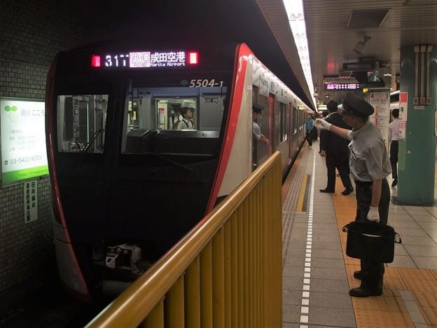 都営浅草線泉岳寺駅4番線 都営5504F快速成田空港行き表示確認