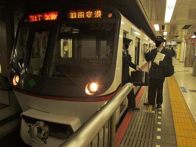 都営浅草線押上駅2番線 都営5321Fエアポート快特羽田空港行き乗務員交代