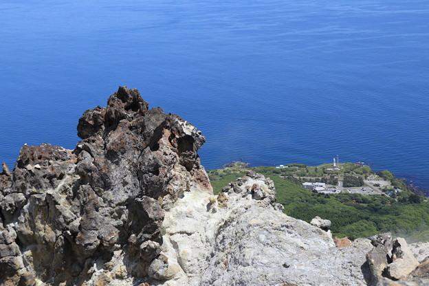 恵山灯台を見下ろす