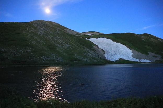 月光に照らされたヒサゴ沼