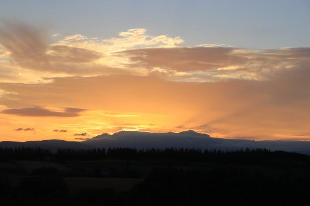 写真: 新栄の丘の夜明け