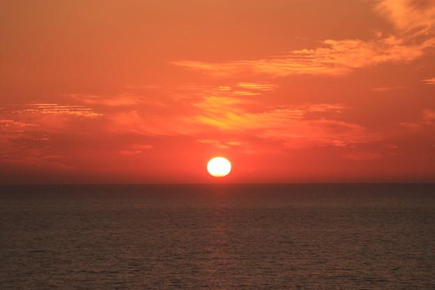写真: 日本海に沈む夕日2