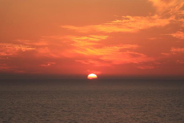 写真: 日本海に沈む夕日3